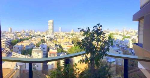 BRIGHT AND SPACIOUS 3 ROOM APARTMENT IN THE DIZENGOFF TOWER PFN # 1695