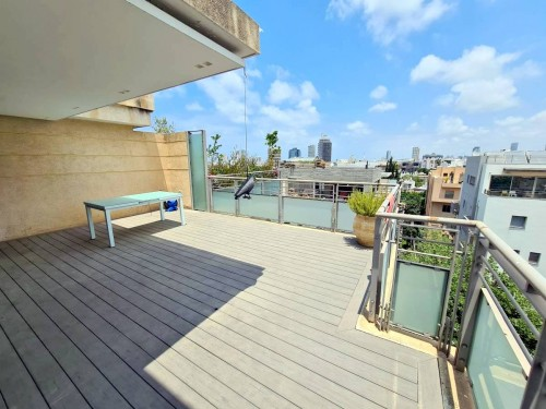 BEAUTIFUL AND SPACIOUS MINI PENTHOUSE CLOSE TO ROTHSCHILD BLVD PFN # 10694